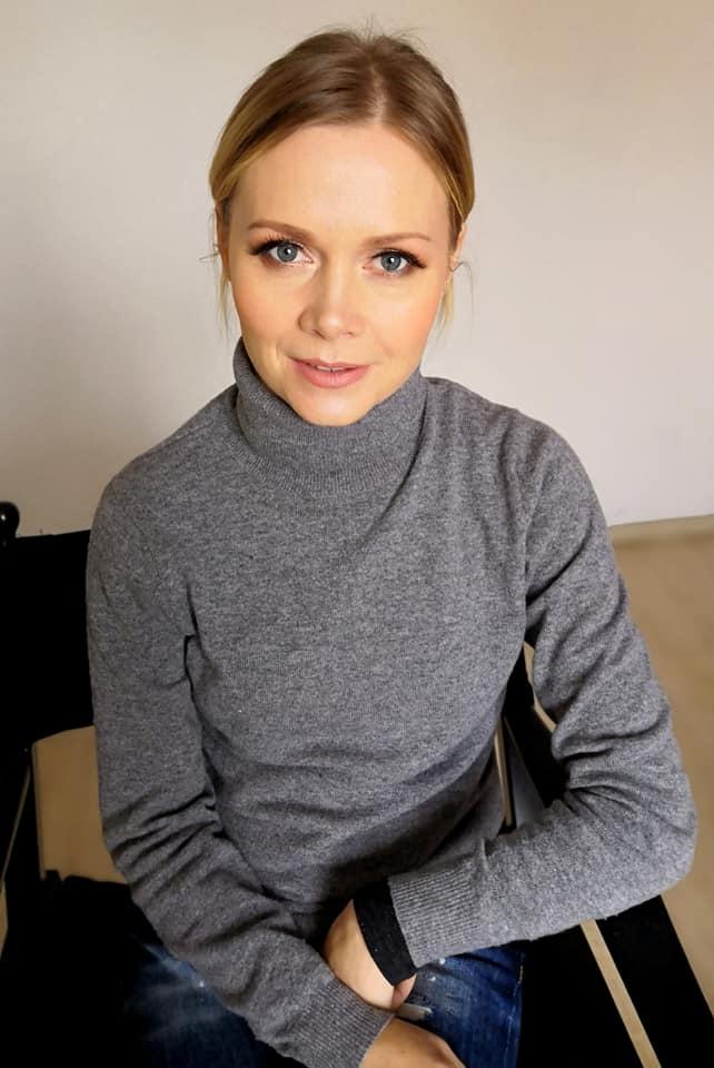 młoda kobieta w makijażu biznesowym. Wykonanym przez wizażystkę z Wrocławia