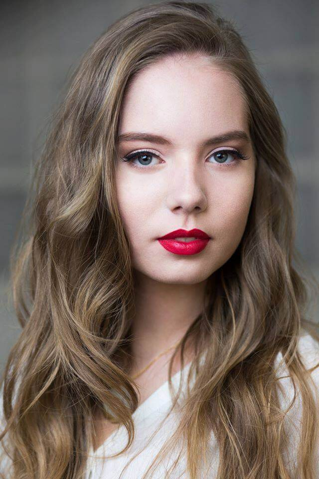 Make up do sesji fotograficznej. Wrocław. Podkreślone czerwone usta i nacisk na naturalny efekt