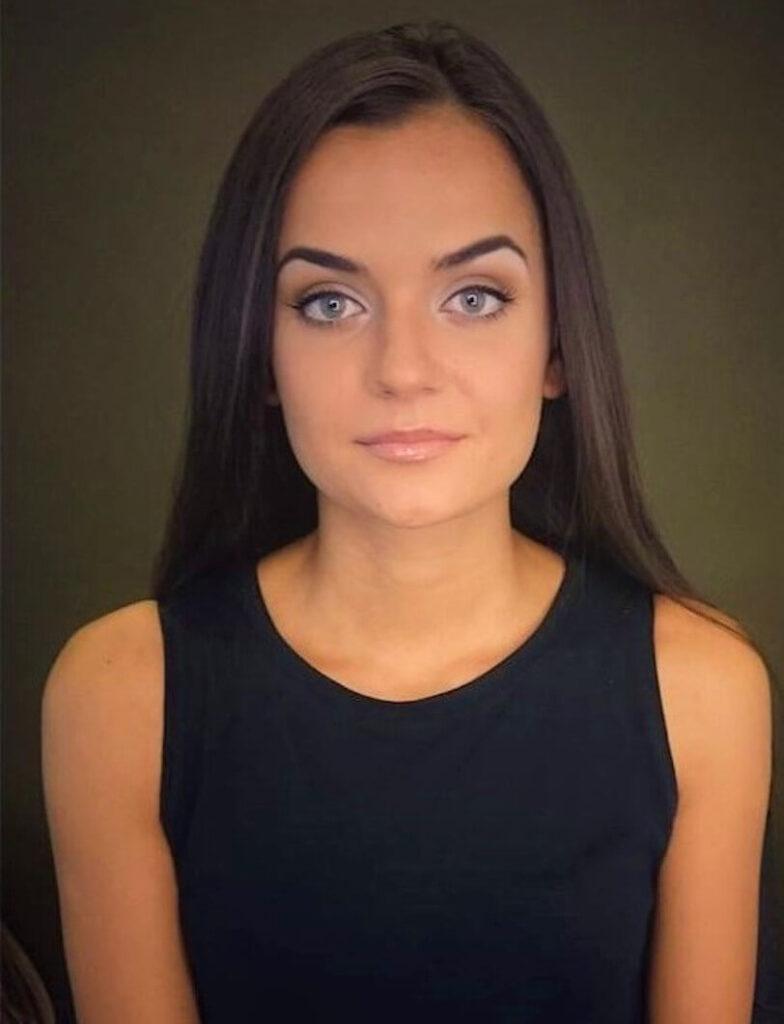 make up młodej kobiety przy okazji imprezy okolicznościowej Wrocław