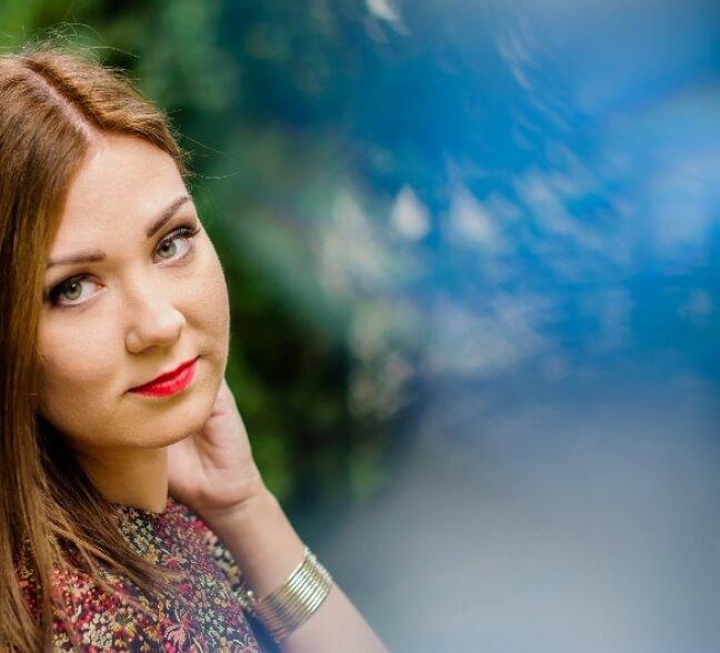 sesja zdjęciowa kobiety w makijażu we Wrocłwiu
