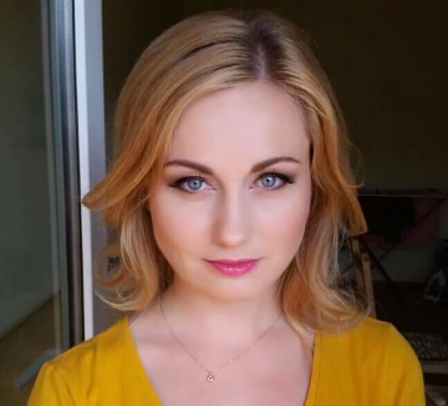 naturalnie wyglądający makijaż młodej kobiety
